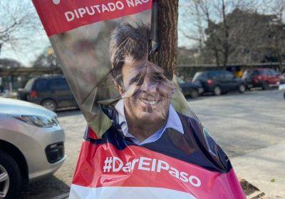Denuncian la vandalización del material de campaña de Facundo Manes