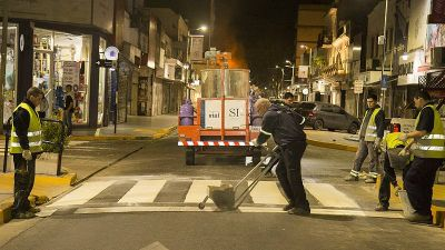 Renovación de las calles: Pintan sendas peatonales en el centro de San Isidro