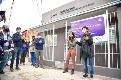 Mayra recorrió la obra del Centro de Atención Primaria de la Salud La Vera