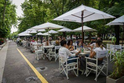"""Proyecto oficialista busca hacer obligatoria la instalación de """"Mesas Accesibles"""" en locales gastronómicos"""