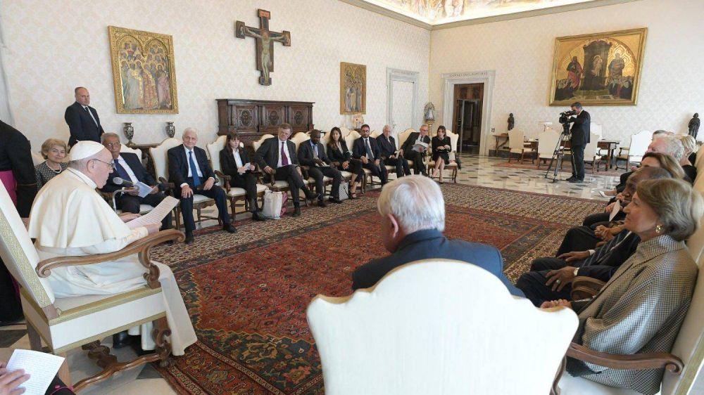 """Al buscar la paz """"no nos quedemos en discusiones teóricas"""", pide el Papa Francisco"""