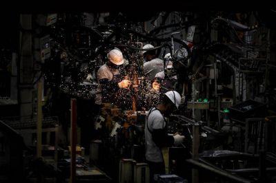 Reactivación económica en pandemia: por qué el empleo privado se recupera mucho menos que la producción