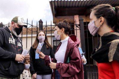 Mayra recorrió con Ceci Soler el barrio Petrolero