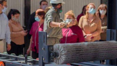 Municipales de La Falda recorrieron la planta de adoquines