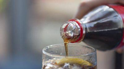 Una botella personal de gaseosa equivale a 11 cucharaditas de azúcar, alertan especialistas
