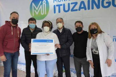 Arroyo y Descalzo entregaron reconocimientos al personal de salud