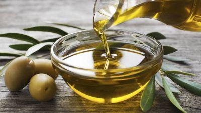 Prohíben la comercialización de una marca de aceite de oliva ilegal