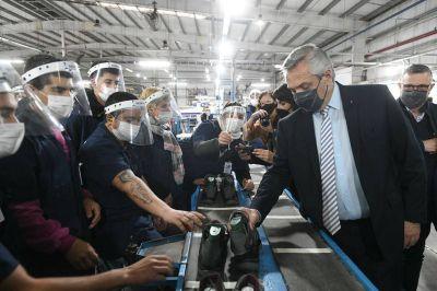 """Fernández, en Chivilcoy: """"La industria es el motor del desarrollo"""""""