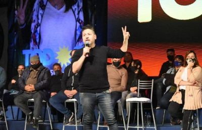 Menéndez cerró la campaña de sus candidatos en Merlo