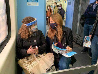 """Tolosa Paz en tren pasó por Quilmes y Berazategui: """"Santilli y Vidal no pueden tomarse el tren Roca y mirar a los ojos a los trabajadores"""""""
