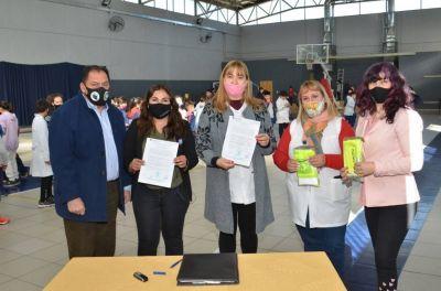 El Municipio firmó un convenio con la escuela Rufino Ortega