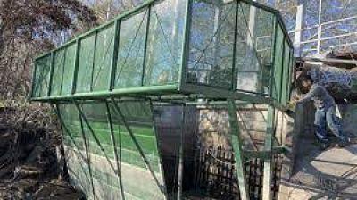 Viedma: se instaló la reja de contención de residuos sólidos en descarga pluvial