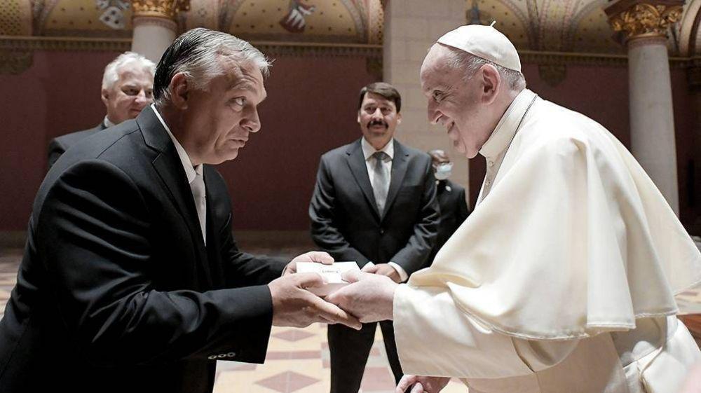 Tras reunirse con Orban en Budapest, el Papa pidió