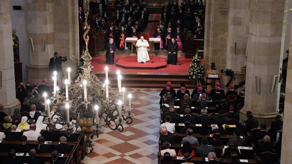 """El Papa: """"Libertad, creatividad y diálogo para ser artesanos de paz y concordia"""""""