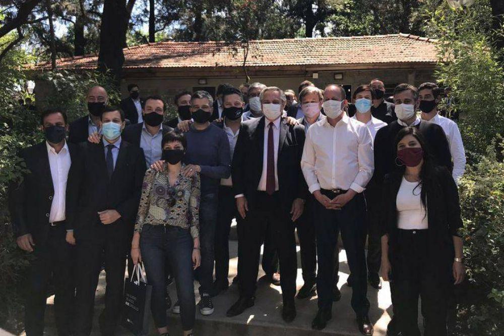 Los intendentes peronistas señalan las razones de la caída y se preparan para defender el territorio propio