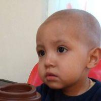 Su hijo padece leucemia: vende su auto y no tiene obra social