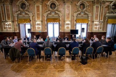 Kicillof se reunió con intendentes e intendentas de la primera sección electoral