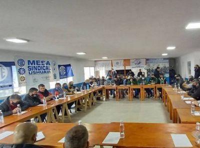 Los gremios que se reunieron en Tolhuin convocaron a un nuevo encuentro para el miércoles 22