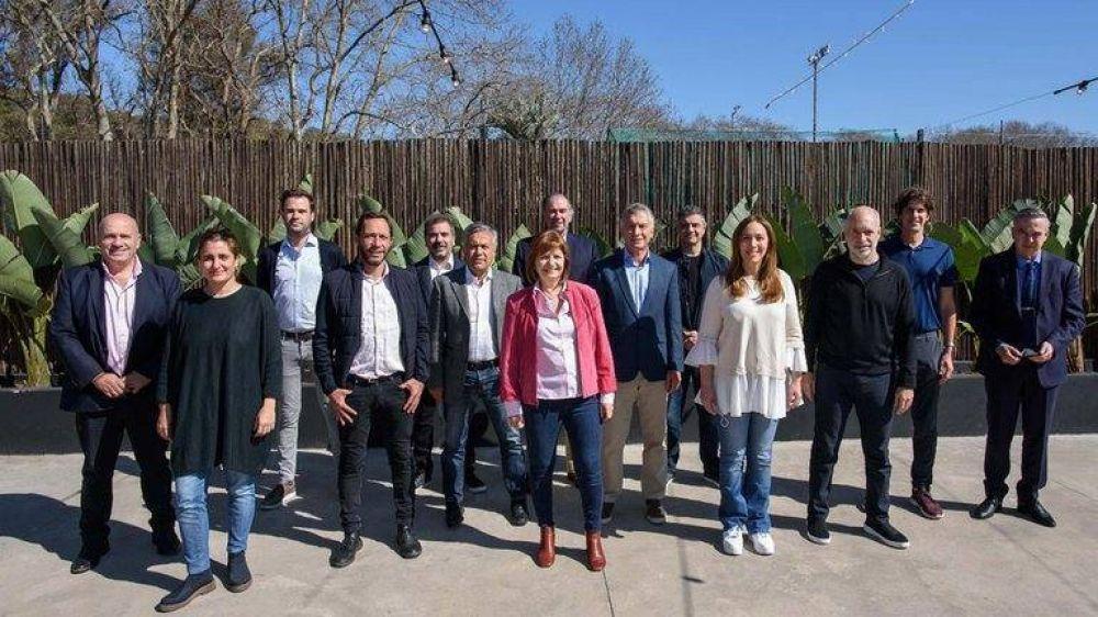 Juntos por el Cambio relanza la campaña con un discurso duro y una foto con 100 candidatos ganadores
