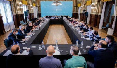 Kicillof se reunió con los Intendentes oficialistas del interior para analizar los resultados electorales y la marcha de las obras