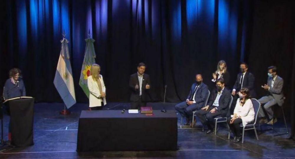 """Kicillof le tomó juramento a los nuevos funcionarios: """"El Gobierno se amplía y fortalece"""""""