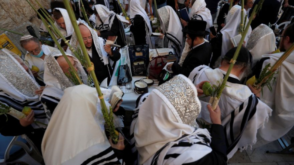 Judíos acuden al Muro de los Lamentos para bendición sacerdotal