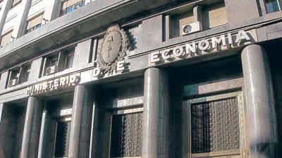 Se acelera el déficit: en agosto el rojo fiscal superó los $200 mil millones