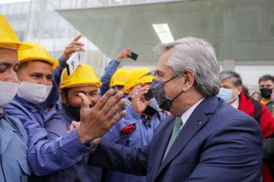 El Gobierno subió a 175 mil pesos el piso a partir del cual los trabajadores pagan Ganancias y excluyó al aguinaldo del tributo