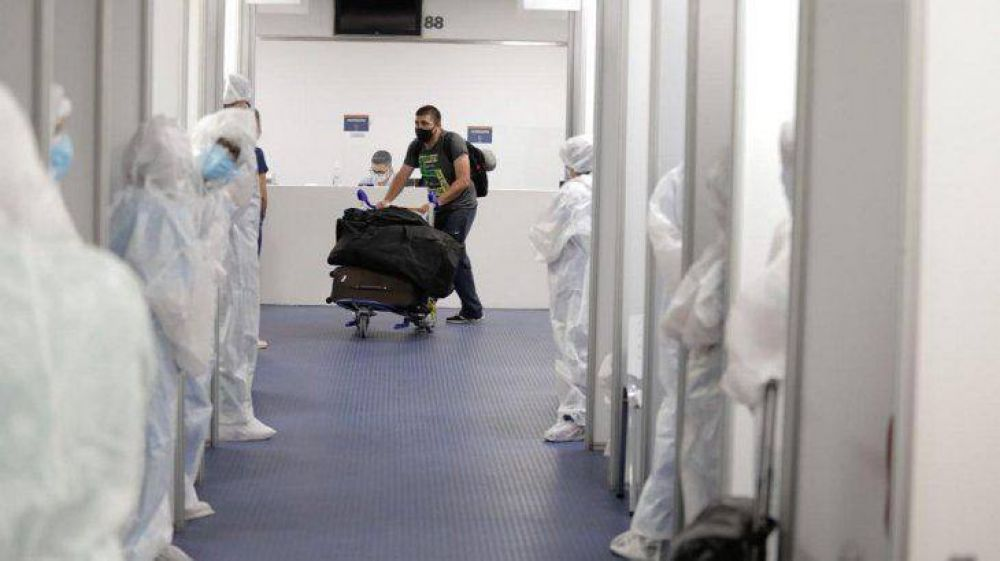 Los argentinos que vengan desde el exterior ya no deberán aislarse
