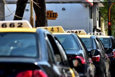 """Avanza el aumento de la tarifa de taxis y remises: """"Es razonable"""", consideran concejales"""