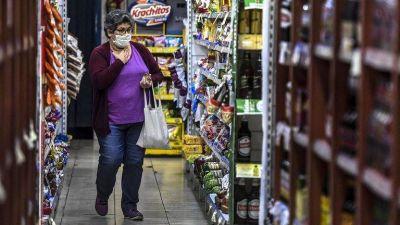 Para contener la inflación, el Gobierno avanza con el etiquetado de precios en los envases