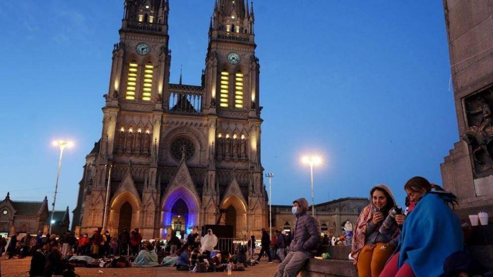 Miles de creyentes peregrinaron a Luján para pedir por