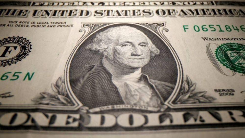 El Gobierno impone nuevo cepo casi total al dólar financiero para frenar sangría de reservas