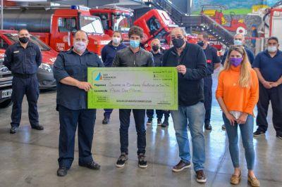 Andreotti entregó un subsidio a Bomberos para adquirir una lancha destinada a combatir incendios en el Delta