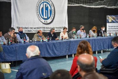 Intendentes de la región en el 5º aniversario de la CGT Regional