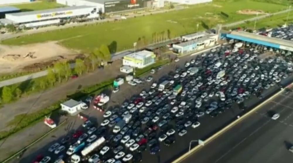 Miles de personas viajan a la Costa Atlántica en el primer día del fin de semana XXL