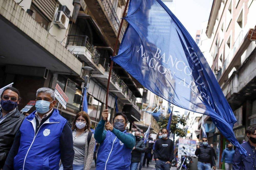 Palazzo abrochó un bono de casi 70 mil pesos para los empleados del Banco Nación