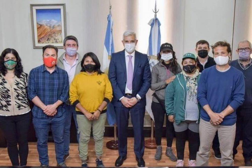 """La Unión de Trabajadores de la Tierra mantuvo un encuentro con Julián Domínguez donde se acordó fortalecer la """"Mesa Agroalimentaria"""""""