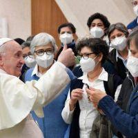 El Papa: arraigados en nuestras raíces y abiertos al universalismo de la fe
