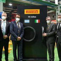 Menéndez recorrió la sede de la empresa Pirelli en el Distrito