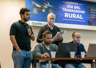 UATRE sorteó 33 motos para sus afiliados y afiliadas