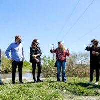 Tolosa Paz con agenda ambiental en el arroyo El Pescado y militancia en Villa Elvira