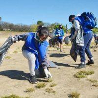 Voluntarios retiraron casi una tonelada de basura de la costa del Paraná en Rosario