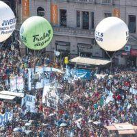 La CGT se reunifica y marcha con los movimientos sociales para renovar su poder de fuego en las calles