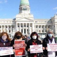Sin acuerdo, Kicillof aumentó por decreto los salarios de los médicos, que ratificaron los paros