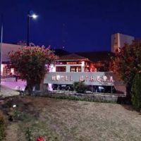 El hotel UTHGRA Los Cocos se vistió de rosa a tono con el mes de la lucha contra el cáncer de mama