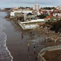 La Costa: Por la erosión costera expropiarán 150 casas del frente marítimo
