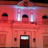 Pilar se iluminó de rojo por la lucha contra la polio
