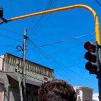 Lanús: instalan semáforos en esquinas de alto tránsito