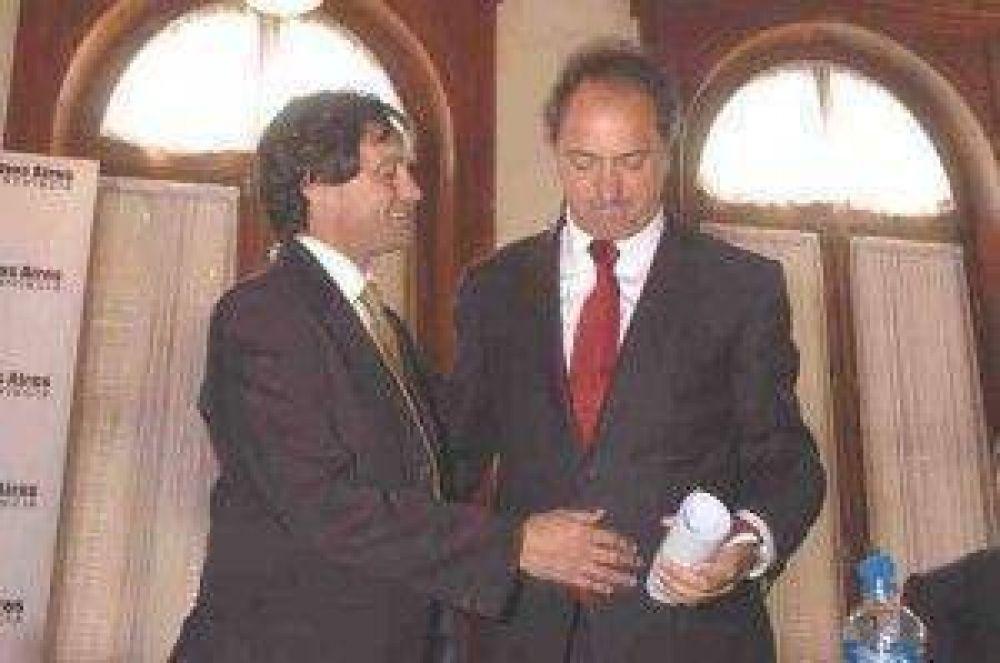 Scioli entregó escrituras y firmó el convenio por el Centro Cívico